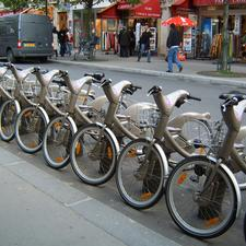 The Vel lib shared bike scheme in Paris has addressed the 'last mile' challenge faced by public transport