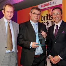 Andy Cameron (middle) with Alexander Armstrong and category sponsor Harry Clarke of RingGo