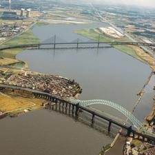 The proposed Mersey Gateway crossing (top)
