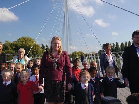 Mayor opens Reading Pedestrian and Cycle Bridge