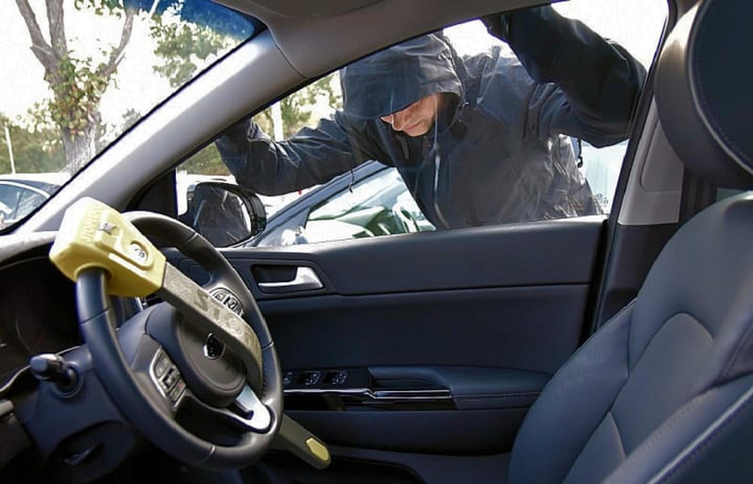 RAC Insurance says devices such as steering wheel locks are starting to reappear as fear thieves now have technology capable of defeating car manufacturers' anti-theft systems