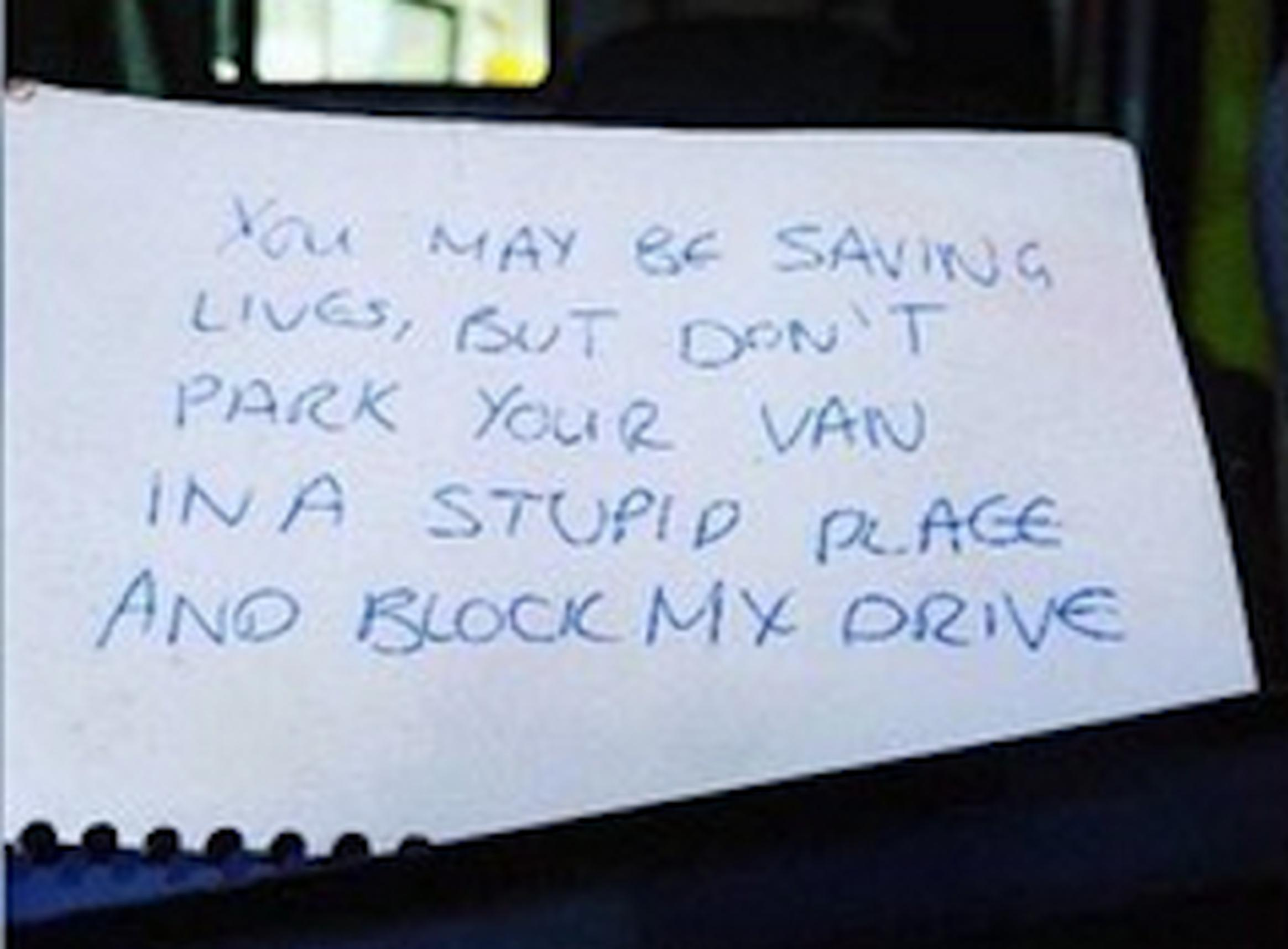 The note left on the ambulance`s windscreen