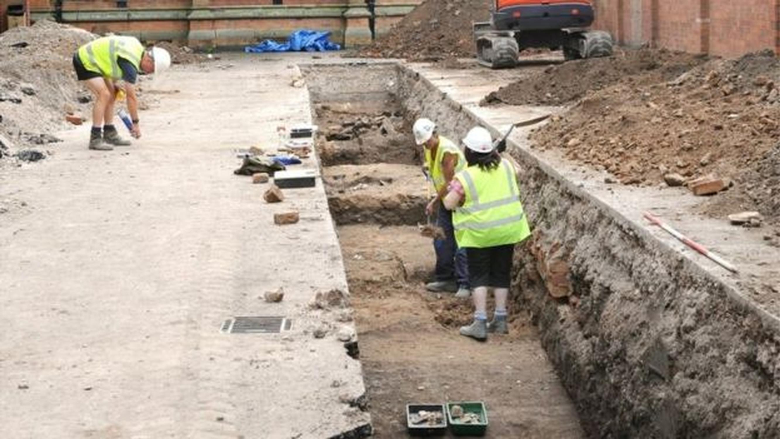 The excavation in the council car park (English Heritage)