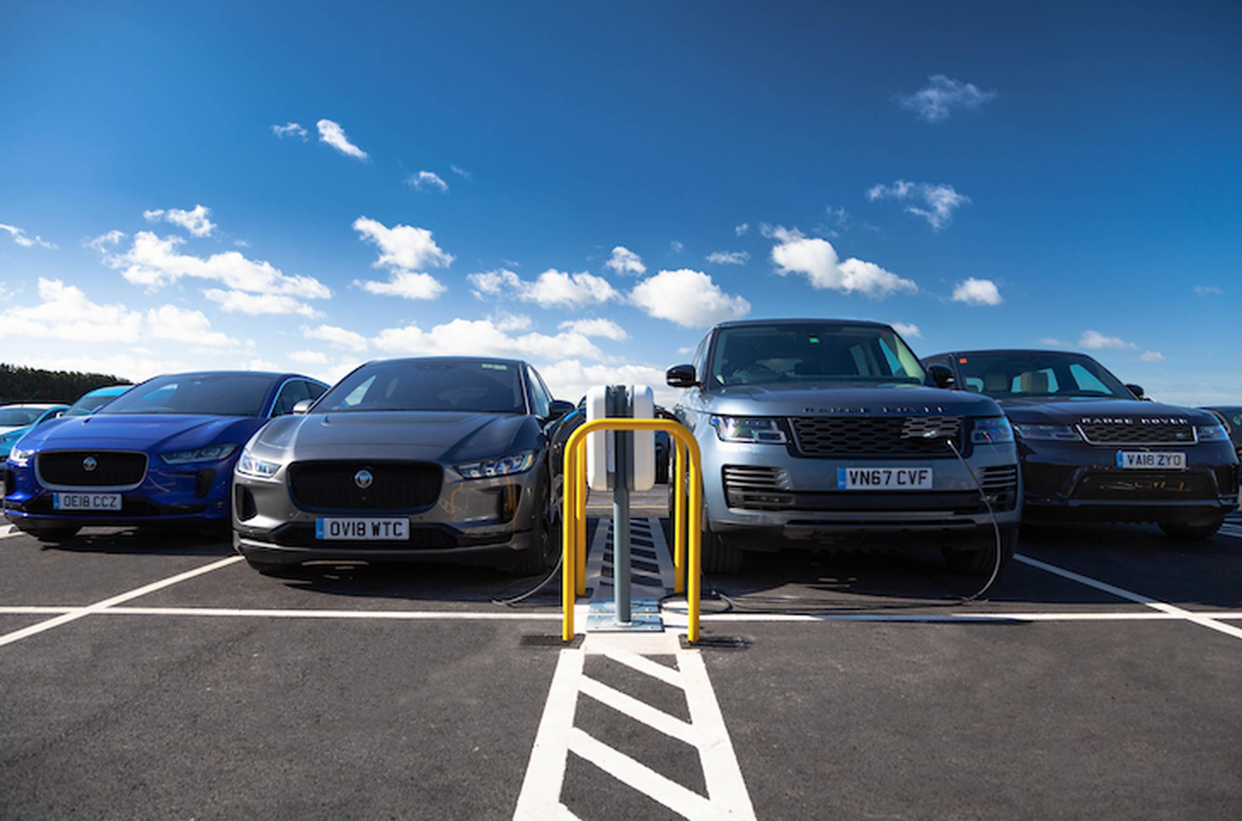 7kW AC smart charging stations a Gaydon