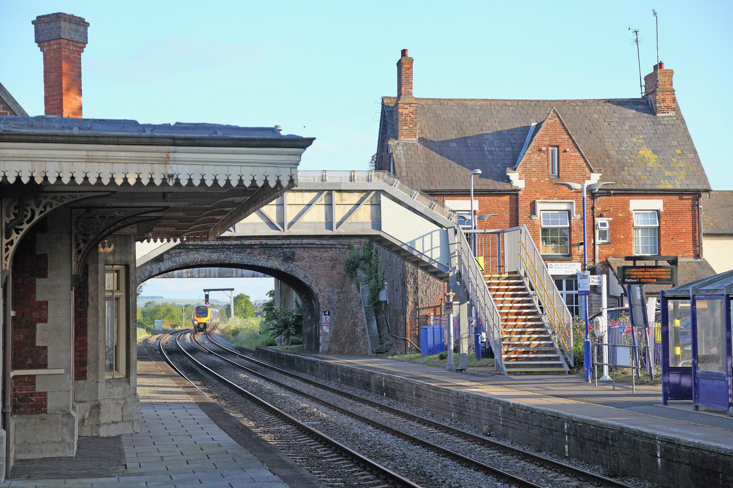 Fulham`s listed station: An obstacle to four tracking