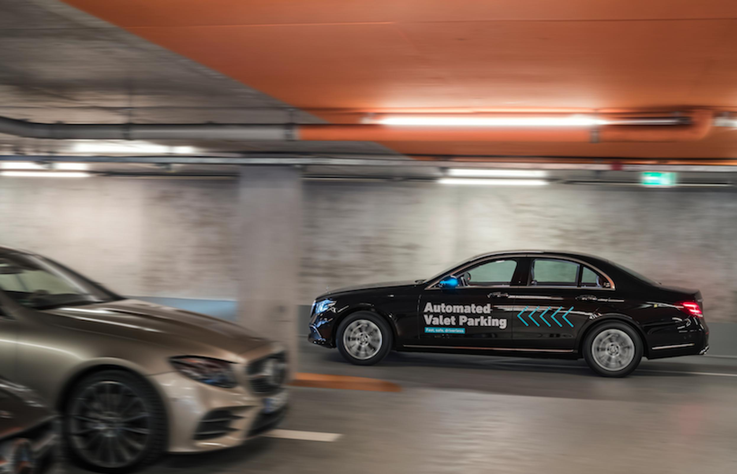 A saloon driving in the Mercedes-Benz Museum car park using sensors