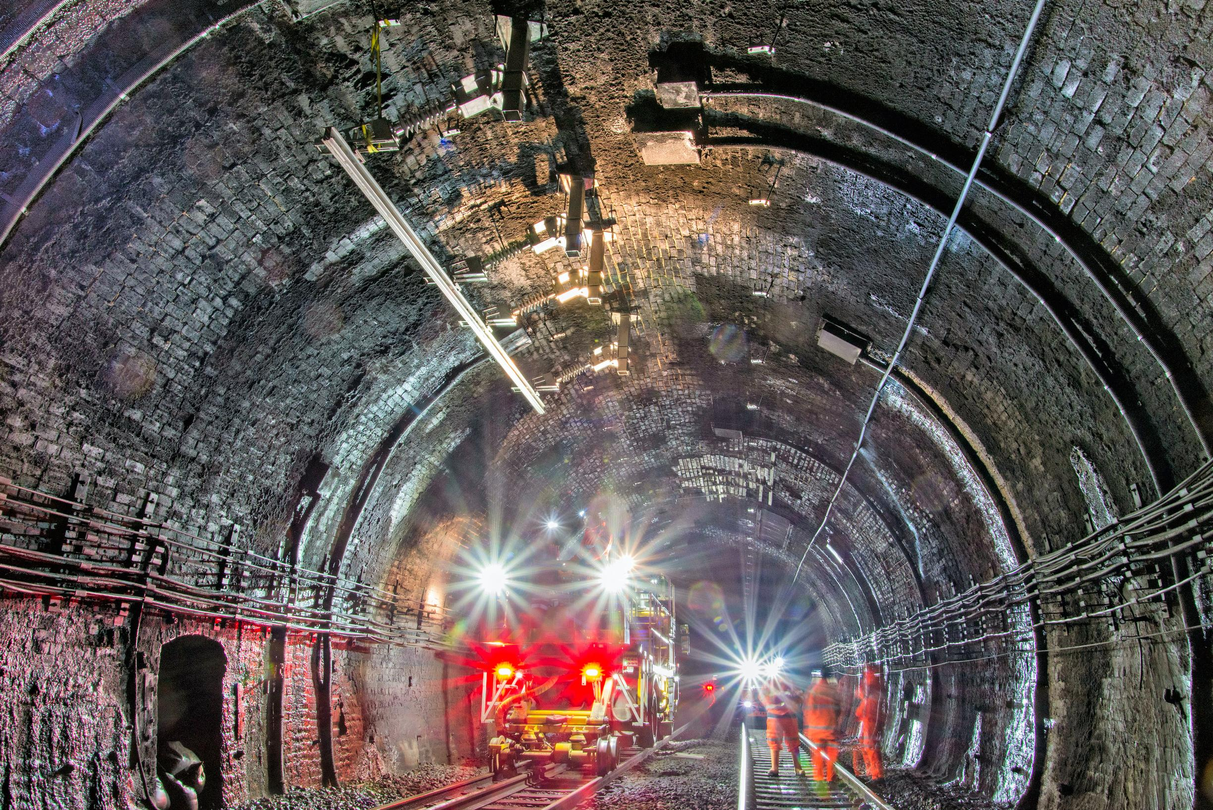 Severn Tunnel's electrification doesn't work