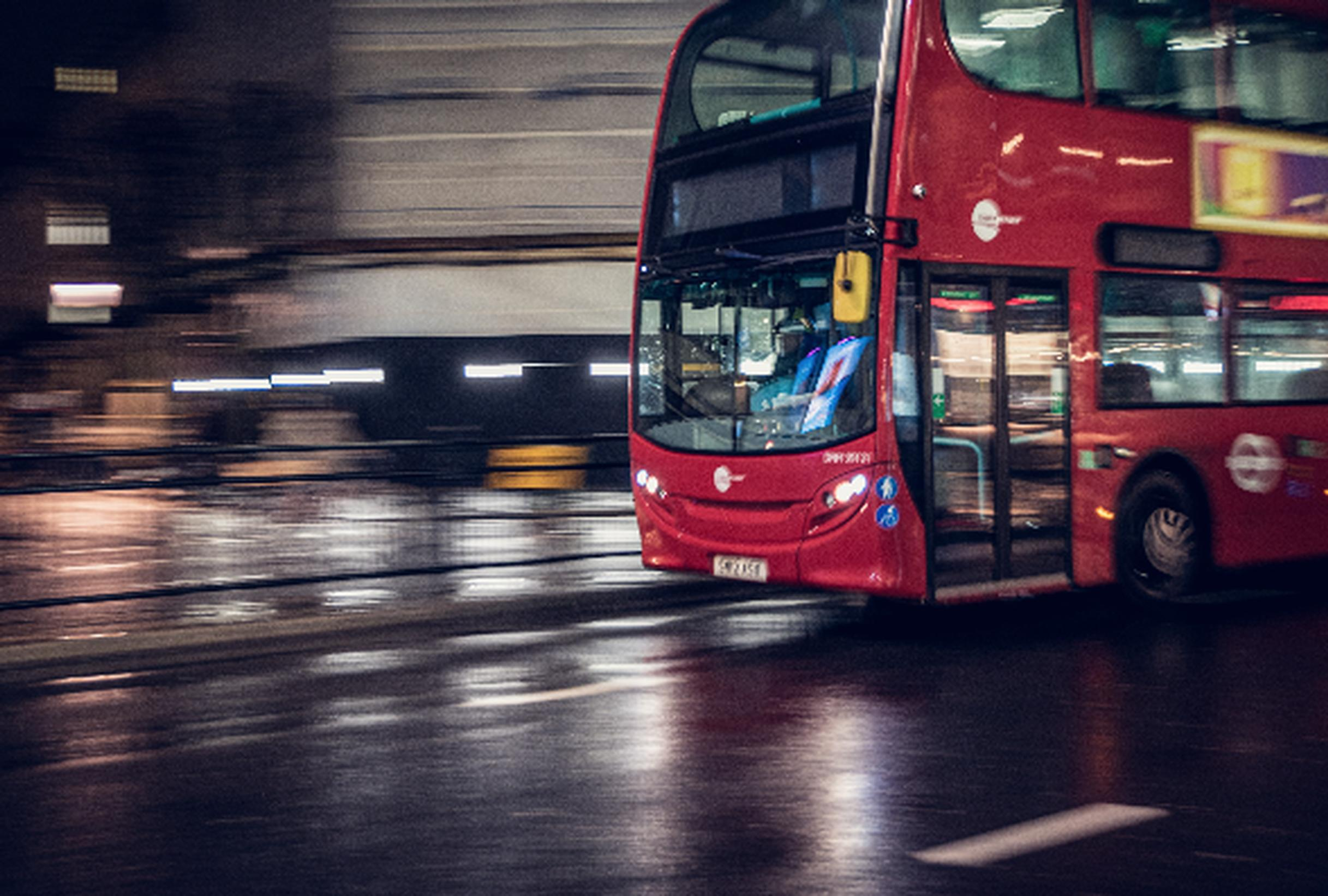 Buses are running in London during the pandemic (Leandro Mazzuquini/Unsplash)