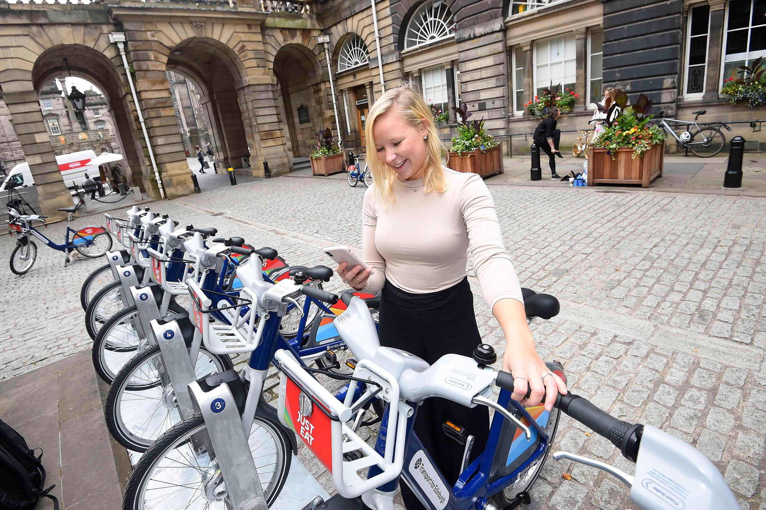 Edinburgh is to offer a four-month discounted pass from 13 July to encourage long-term uptake of cycling.
