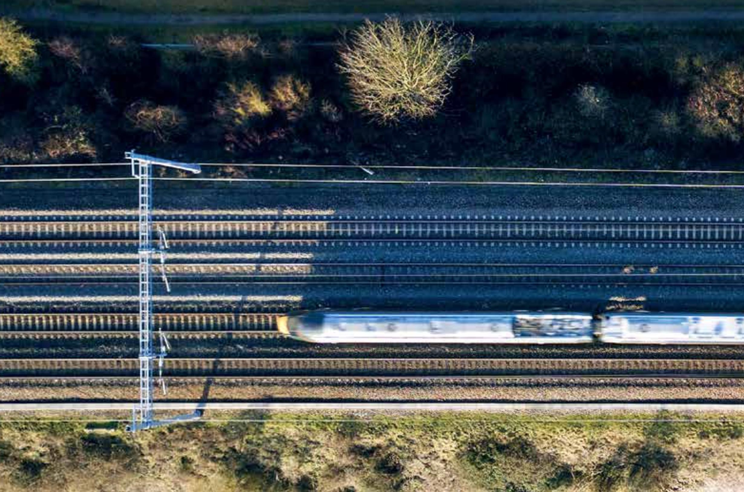 According to Network Rail, to decarbonise the network, 13,000 single-track kilometres – or around 450km a year – of track will need to be electrified by 2050 in order to achieve net zero, yet from 2019-2020 only 251km was electrified